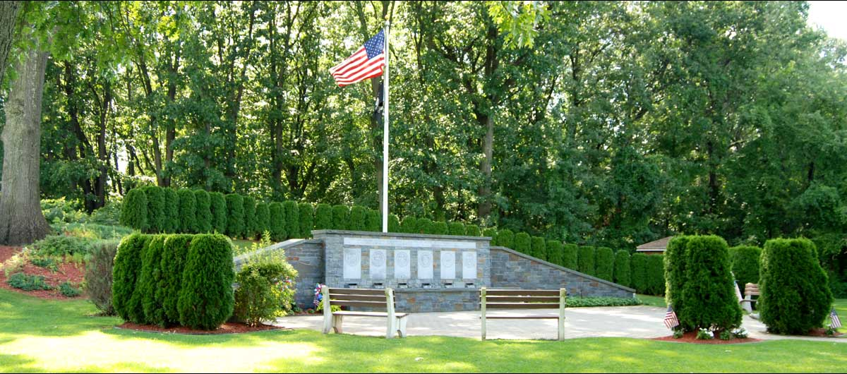 main Colonie Veterans Memorial with flag